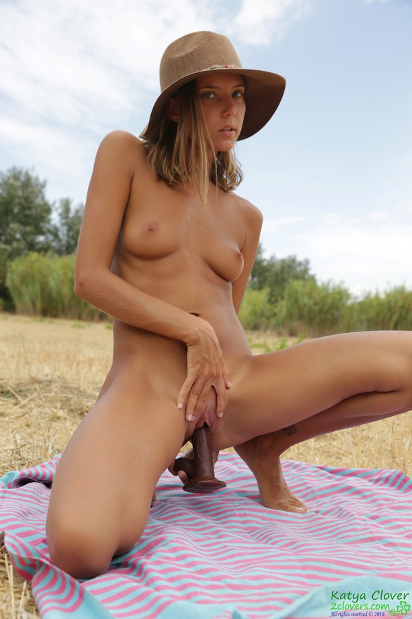 [2Clovers.Com] Clover - Picnic With Toy