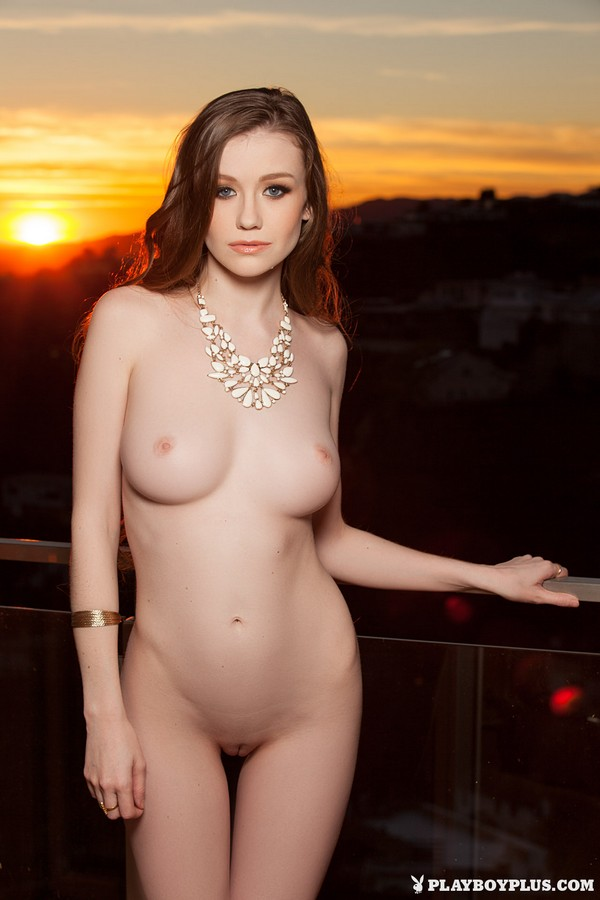 [Playboy Plus] Emily Bloom - Exciting Queen sexy girls image jav