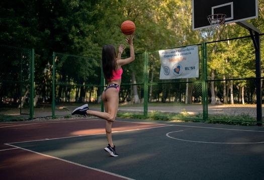 Alina Naumenko - Play the Ball (Photoset by Vladimir Tomarov) 1608749716_cover