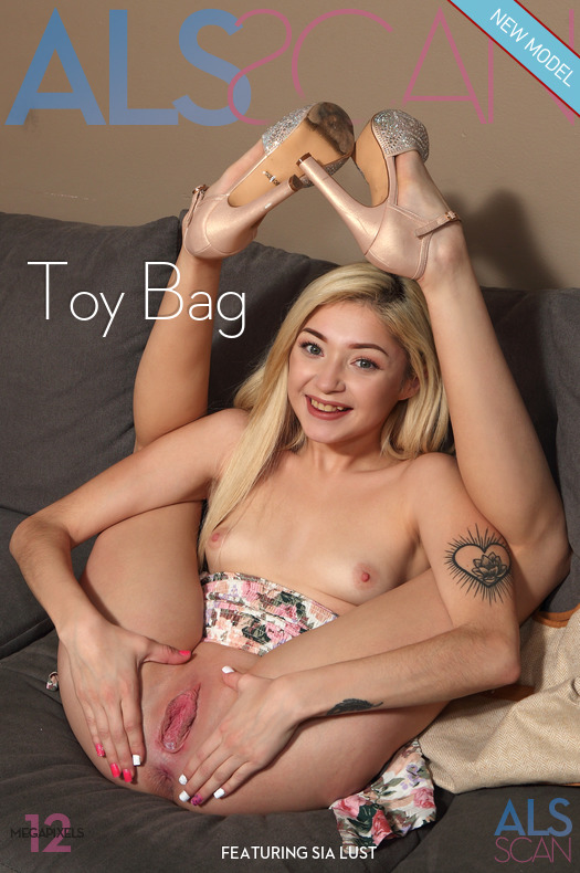 [ALSscan] Sia Lust - Toy Bag