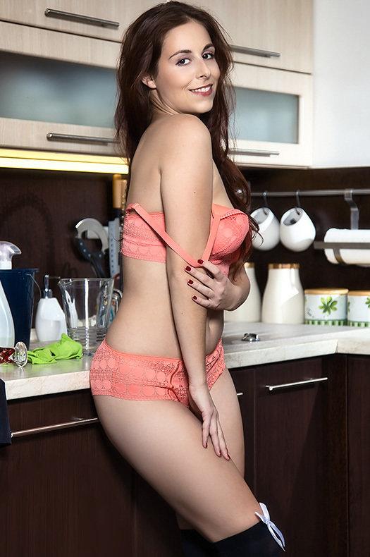 [MetartX] Antonia Sainz - Kitchen Maid 1